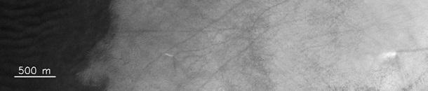 На Марсе сняли гигантские смерчи 1